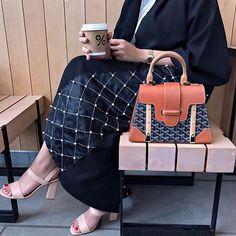 IG: Maitha.AlObeidli    IG: BeautiifulinBlack    Abaya Fashion   