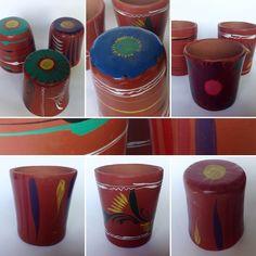 Juego de 16 vasos de barro michoacanos pintados a mano con diseños únicos retro para beber agua fresca de jarro. Preguntar el Precio / Price Upon Request. Informes: integradoradeartedelnoreste@gmail.com