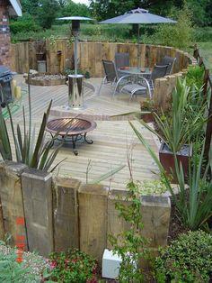 Zaun / Mauer aus Holzbohlen