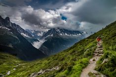 Everything You Need to Know About Backpacking Tour Du Mont Blanc. Would you consider this adventure? Nepal Mount Everest, Rock Climbing Gear, Great Walks, Bungee Jumping, Cultural Experience, France Travel, Outdoor Camping, The Great Outdoors, State Parks