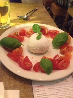 Insalata Caprese For Starters At Vapiano Click The Link For My Full Restaurant Review Of Vapiano Halalrestaurant In 2020 Dessert For Dinner Insalata Caprese Halal