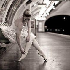 A Ballet Dancer In Paris Metro - Ballerina / Bailarina / Балерина / Dancer / Dance / Ballet Street Ballet, Street Dance, Inspiration Photoshoot, Metro Paris, Paris 1900, Paris France, Dance Movement, Ballet Photography, Dance Photos