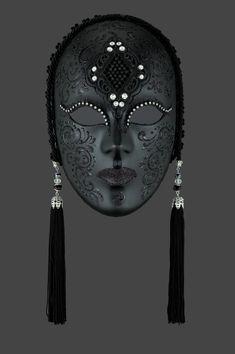 Penelope authentic venetian mask in papier mache with metal decoration.    http://originalveniceshop.com/en/venetian-masks/380-penelope/