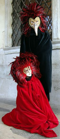 Passionate red, mixed with the mysterious black is the main attraction of the annual great Mask Ball in Venice.  #venice #venetian #mask