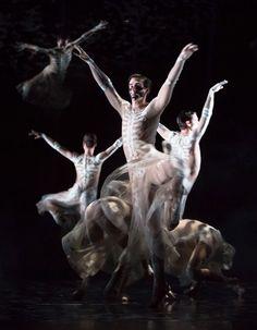 Riccardo Tisci signe les costumes du ballet Boléro http://www.vogue.fr/mode/news-mode/diaporama/riccardo-tisci-ballet-bolero-opera-national-de-paris-palais-garnier/13063#!riccardo-tisci-costumes-palais-garnier-opera-bolero-paris