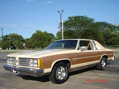 Oldsmobile Delta 88 Holiday Coupe: Big N Sporty Best Muscle Cars, American Muscle Cars, Us Cars, Race Cars, Cars Usa, Old School Cars, High School, Oldsmobile 88, Germany And Italy
