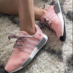 adidas Originals NMD in rosé/grau // Foto: jazzybmakeup Adidas Nmd, Adidas Shoes, Tennis Shoes Outfit, Tennis Clothes, Adidas Originals, Reebok, Best Golf Shoes, Thing 1, Kinds Of Shoes