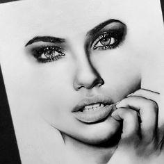 Graphite Drawings, Pencil Art Drawings, Art Sketches, Unique Drawings, Realistic Drawings, Lip Pencil, Pencil Illustration, Art Sketchbook, Portrait Art