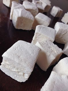 Paleo Marshmallows made with beef gelatin, so their good for ya right? Beef Gelatin, Gelatin Recipes, Fudge Recipes, Paleo Recipes, Whole Food Recipes, Candy Recipes, Paleo Dessert, Healthy Sweets, Do It Yourself Food