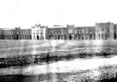 Antigua Escuela de Tiro de San Lázaro, inaugurada en 1900. Hoy en su lugar se encuentra la Terminal de Autobuses de Pasajeros de Oriente, construida en 1978. ca. 1910