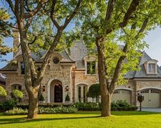 Traditional Exterior Photos French Provincial Design, Pictures, Remodel, Decor and Ideas Dream House Exterior, Exterior House Colors, Exterior Design, Stone Exterior, Brick Exteriors, Exterior Paint, French Country Exterior, French Country House, Houses Architecture