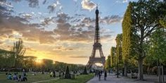 The Eiffel Tower from Champ de Mars in Paris, France during sunset. Best Vacation Destinations, Best Vacations, Holiday Destinations, Campus France, France Europe, Post Bac, Paris Destination, Pray For Paris, Elle Mexico