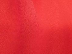 Crepe Light (Avatar). Tecido leve e extremamente fluido, com transparência e suave textura. Aposte em modelagens amplas e fluidas. Sugestão para confeccionar: camisaria, blusas, batas, saias, vestidos longos, entre outros.