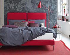 Signalwirkung. Schlafzimmer in Rot und Grau