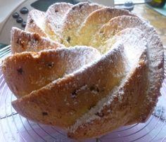 Bonjour les momozamis! Un gâteau très léger pour se faire plaisir ...pas de matières grasses hormis quelques copeaux de chocolat... Pour un goûter festif,c'est idéal! et si vite préparé!avec très peu d'ingrédients... Pour 8à 10 tranches environ: Préparation...