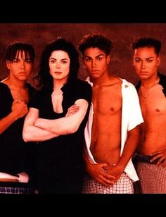 1996 - Michael with his nephews Damn they look like Greek Gods - could we also take a moment to appreciate their fleeky Jackson eyebrows? 3t Jackson, Jackson Family, Star Family, Family Love, Familia Jackson, Lab, Michael Jackson Bad, The Jacksons, Picture Collection