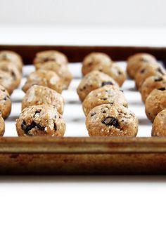 Peanut Butter Balls   @thefauxmartha (coconut, peanut butter, choc, chops, honey, vanilla)
