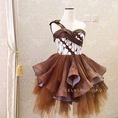 Kebaya Lace, Batik Kebaya, Batik Dress, Lace Dress, Dress Batik Kombinasi, Couture Fashion, Fashion Show, Batik Fashion, Blouse Models