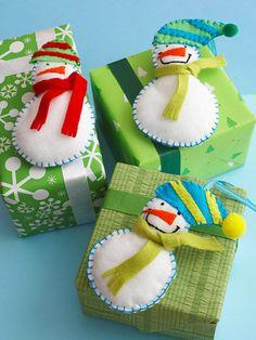 Fun Felt Snowmen Decoration for Christmas  http://www.bhg.com/christmas/crafts/fun-felt-snowmen-decoration-for-christmas/