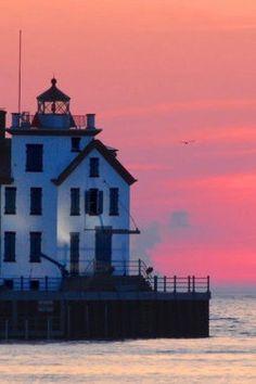 Travel | Ohio | Attractions | Sites | Unique | Road Trip | Lighthouse | Coastal | Beautiful | Sunset