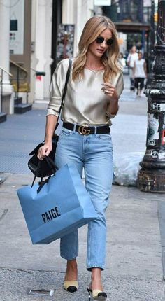 Rosie Huntington-Whiteley Style 17 Celebrities with Killer Street Style Fall outfit idea Silky top, mom jeans, and Chanel flats Seoul Fashion, Fashion Mode, Look Fashion, Autumn Fashion, Fashion Outfits, Fashion Trends, Fashion Tag, Fashion Black, Fashion Ideas