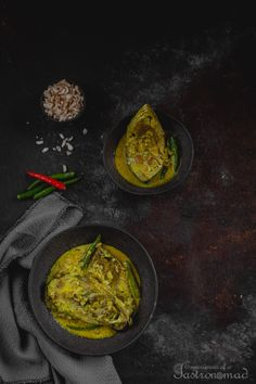 Ilish Chirer Jhol (Hilsa Curry with Fried Flattened Rice) Best Curry Recipe, Curry Recipes, Indian Food Recipes, Asian Recipes, Ethnic Recipes, Hilsa Fish Recipe, Bengali Food, Fish Curry, Food Club