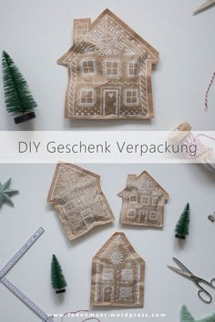 DIY gingerbread house gift packaging for Christmas Clay Christmas Decorations, Diy Christmas Garland, Christmas Gift Wrapping, Christmas Projects, Handmade Christmas, Holiday Crafts, Holiday Fun, Merry Little Christmas, Winter Christmas
