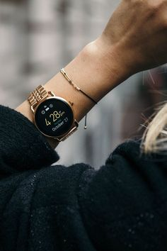 Perfect afternoon sighting of @ theserenagoh and her rose gold Q Wander smartwatch.