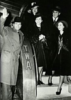 Laurence Olivier, Olivia de Havilland, and Vivien Leigh arrive in Atlanta for the premiere of Gone with the Wind.