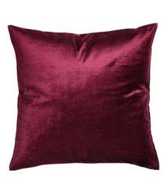 Burgundy. Cushion cover in cotton-blend velvet. Concealed zip.