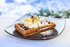 Gofr z bitą śmietaną Waffles, Cooking, Breakfast, Ethnic Recipes, Food, Kitchen, Morning Coffee, Essen, Waffle