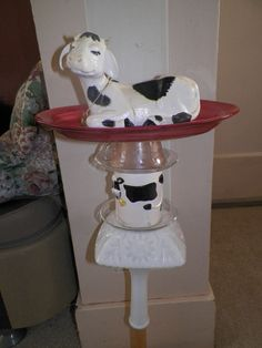Garden totem/yard art. Goes onto a pvc pipe. I loved the peaceful expression of the cows, both on the cup and the top.