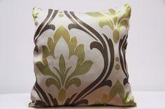 Poszewki na poduszki kremowe z oliwkowo brązowym ornamentem