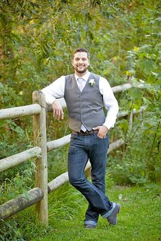 Rustic Groom Attire For Country Weddings ❤︎ Wedding planning ideas & inspiration. Wedding dresses, decor, and lots more. Rustic groom attire become more and more popular. Waistcoats, suspenders, caps and jeans all combine to achieve rustic groom attire. Groom Attire Rustic, Rustic Wedding Attire, Casual Groom Attire, Jeans Wedding, Mens Attire, Groom Outfit, Wedding Men, Wedding Suits, Post Wedding