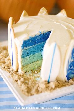This surf cake is super since each slice can have a surfboard! Love it.