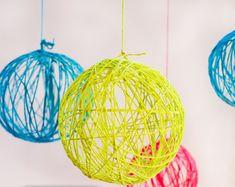 lampara bola hecha con hilos de colores