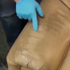 Great Screen Multi-Function Leather Refurbishing Agent Cleaning Cream Style Cleaning Your Plastic Siding You almost certainly chose your vinyl exterior since it's very easy Car Cleaning Hacks, Household Cleaning Tips, Cleaning Solutions, Cleaning Products, Cream Car, Leather Repair, Leather Cleaning, Refurbished Furniture, Cool Gadgets