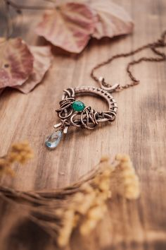 Romantic necklace with emerald and blue topaz. Is it reminiscent a throne for you? I tried to make the iron throne. ))) Available in my Etsy shopwww.etsy.com/listing/269227593…