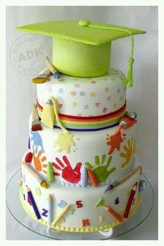 Preschool graduation cake by Arte da ka Fancy Cakes, Cute Cakes, Crazy Cakes, Graduation Party Desserts, Graduation Cake, College Graduation, Graduation Ideas, Super Torte, Teacher Cakes