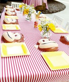 Luke's mom Beth wanted to give him an extra special fifth birthday party—and considering his love of Curious George, we think she hit this one out of the park. Luke's Curious George inspired afternoon at the drive-in was a huge success, thanks to Beth's party planner, Lydia ofThe Party Wagon. Click through the slideshow below…