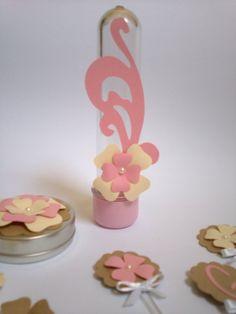 Quer uma decoração meiga e delicada? Use muitas flores. Tubete Floral de 13cm - R$ 3,20 cenarium.arte@hotmail.com