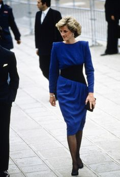 Lady Di : retour sur ses plus beaux looks mode ! Princess Diana Fashion, Princess Diana Pictures, Royal Fashion, 80s Fashion, Blazer Kaki, Jeans Skinny Blanc, Lady Diana Spencer, Princess Of Wales, Meghan Markle