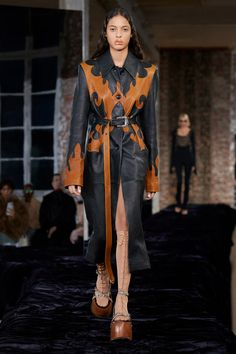Runway Fashion, Fashion News, Spring Fashion, Fashion Beauty, Womens Fashion, Paris Fashion, Red Carpet Looks, Fashion Show Collection, Acne Studios