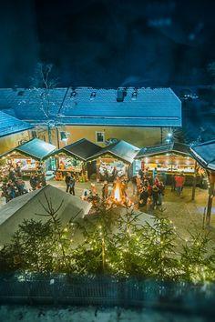 In Ebenau genießt man die Adventzeit. Stimmungsvoller Adventmarkt mit wärmendem Lagerfeuer. Foto: (c)Fuschlseeregion, Stadler