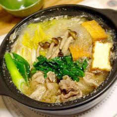 お出汁と一緒にいただきまーす♡ *みぞれ鍋 白菜、春菊、白葱、しめじ、 厚揚げ、豚肉 - 2件のもぐもぐ - みぞれ鍋 by yukibo