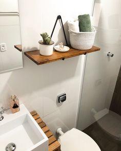 Prateleira para banheiro: 25 fotos e outros tutoriais para fazer essa peça Aesthetic Bedroom, Bath Caddy, New Homes, Sweet Home, Shelves, Bathroom, Storage, House, Design Industrial