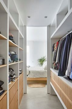 closet layout 102386591516087182 - Source by bayouu Wardrobe Design Bedroom, Master Bedroom Closet, Bedroom Wardrobe, Home Bedroom, Walk In Closet Design, Closet Designs, Home Room Design, Home Interior Design, Closet Layout