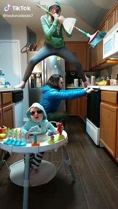 Crazy Funny Videos, Funny Videos For Kids, Super Funny Videos, Funny Video Memes, Crazy Funny Memes, Really Funny Memes, Stupid Funny Memes, Funny Relatable Memes, Funny Baby Memes