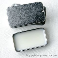 DIY Peppermint Vanilla Lip Balm at happyhourprojects.com