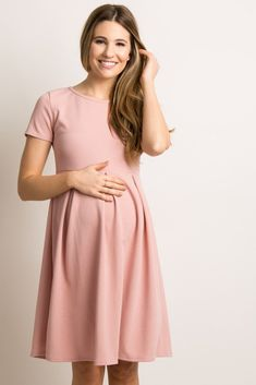 A basic solid hued maternity dress featuring a rounded neckline, pleated skirt and short sleeves. Plus Size Maternity Dresses, Maternity Midi Dress, Maternity Fashion, Maternity Clothing, Stylish Maternity, Pregnant Wedding Dress, Maternity Wedding, Princess Diana Fashion, Pregnancy Outfits